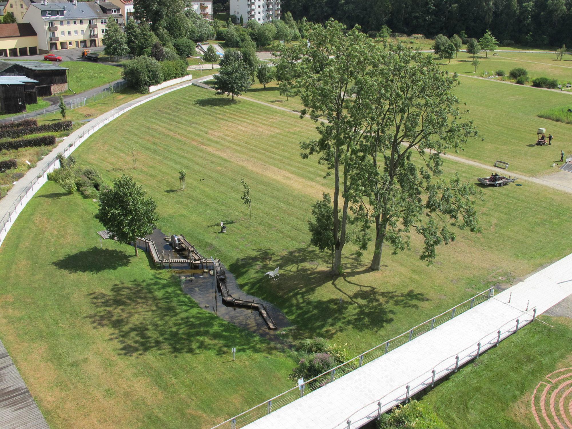 Markredewitz Rasenfläche Wasserspiel